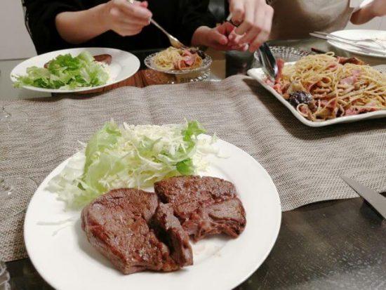 焼いた西友ステーキを家族で食べてみた